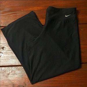 Price ⬇️ Nike Capri Pants, sz Small